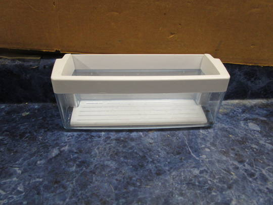 BOSCH Fridge DOOR SHELF TRAY FREEZER SECTION KAN62V00AU,